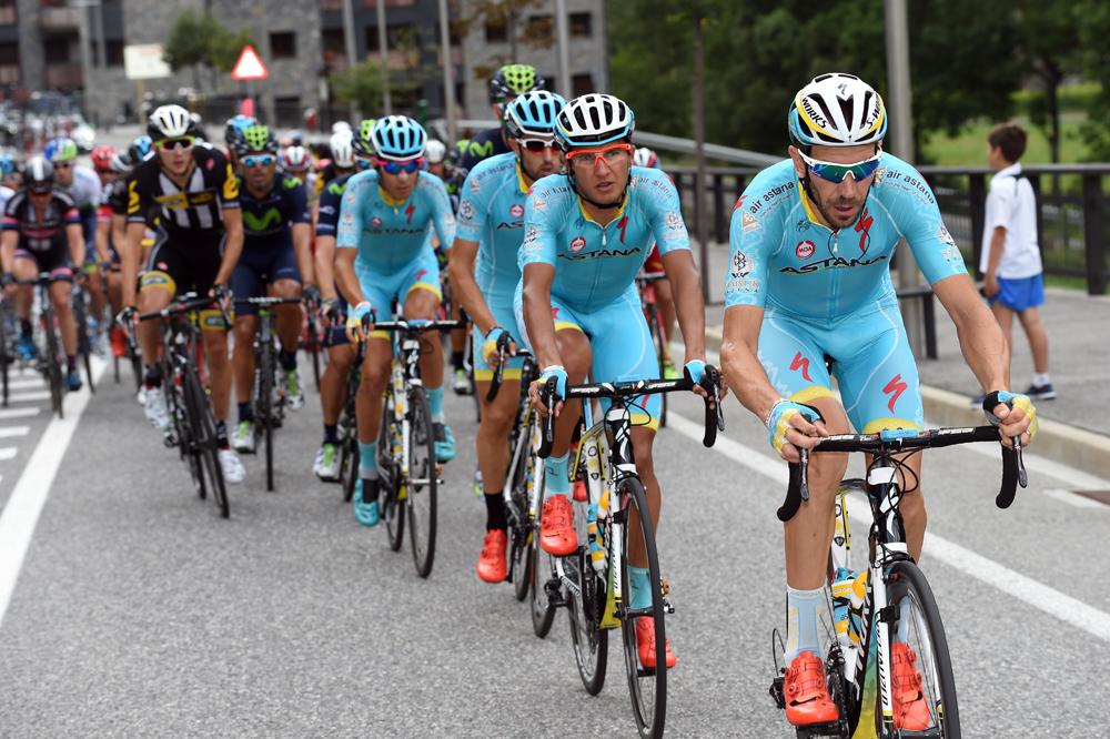 El día del Astana pasó imponiendo su ley en la cabeza del lote.