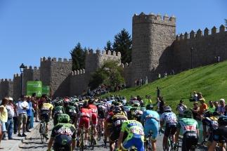Las Murallas de Ávila recibieron una vez más a la Vuelta a España.