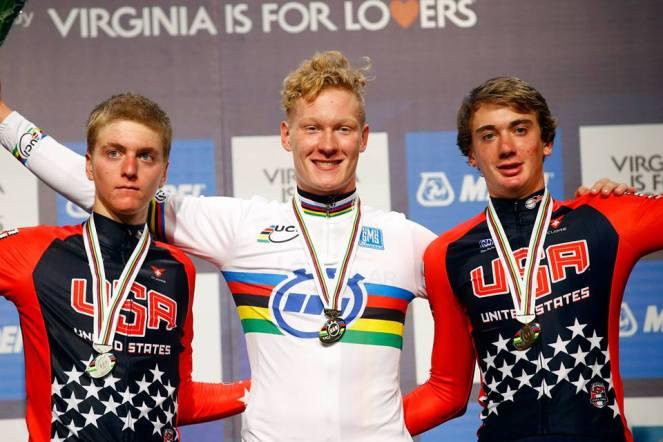 De izquierda a derecha, Costa, Appelt y McNulty, el podio de la CRI juvenil masculina.