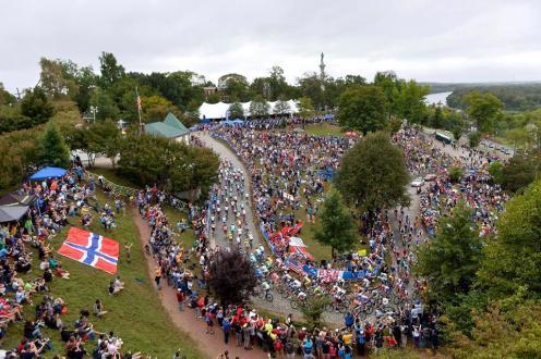 La mayoría de aficionados se agolpó en Libby Hill.