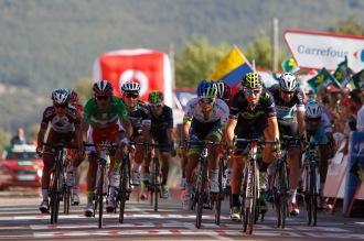 Chaves se la puso difícil a Valverde, en la disputa de una bonificación que ya no estaba disponible.