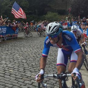 Antes del ataque de Sagan, fueron Stybar y Degenkolb, especialistas sobre el pavé, los que trataron de poner la carrera en su favor, sobre el adoquín de Libby Hill.