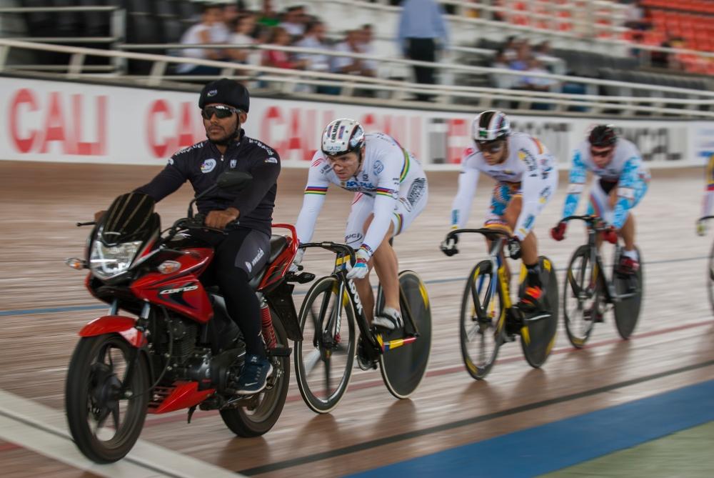 El 'Rey de la Velocidad', François Pervis dominando la primera salida del keirin masculino. Día 2. Copa Mundo de Ciclismo de Pista. 2015 © LaCadenilla.com