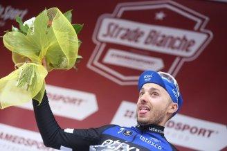 Gianluca Brambilla ocupando el tercer lugar de la Strade Bianche 2016.