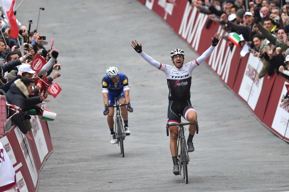 """""""Spartacus"""" Cancellara hace entrada en la Piazza del Campo, en Siena."""