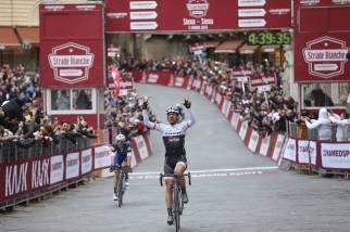 """""""Spartacus"""" logra coronarse como triple campeón de la Strade Bianche."""
