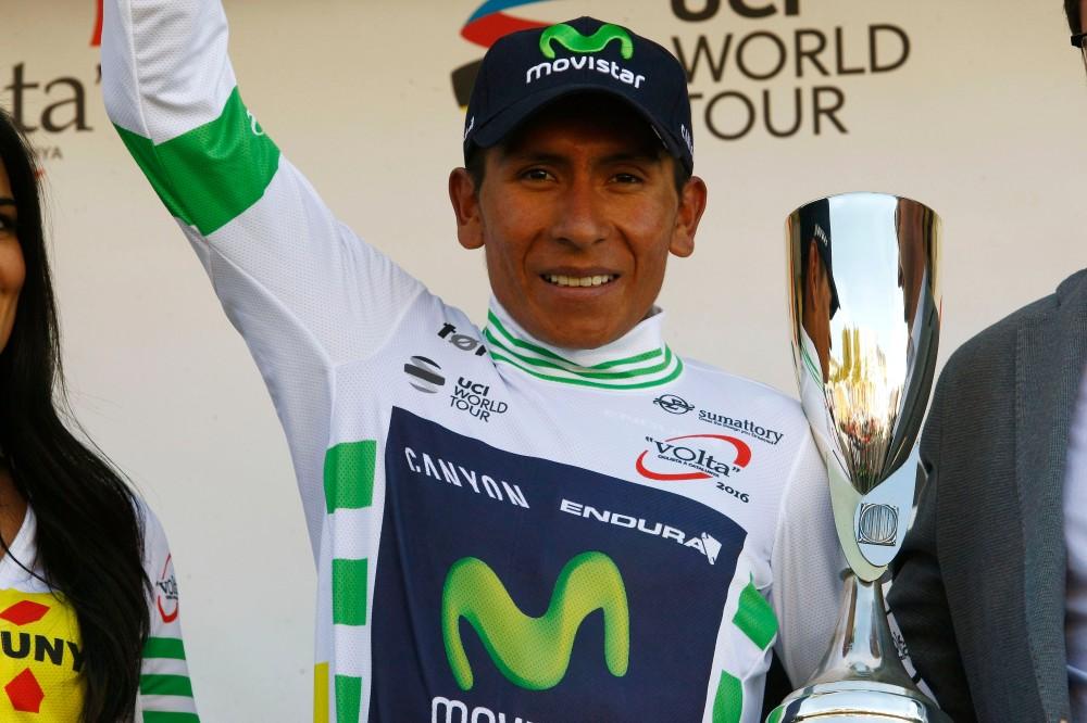 Quintana subió al podio a recibir el jersey de líder. (© Handout Movistar Team.)