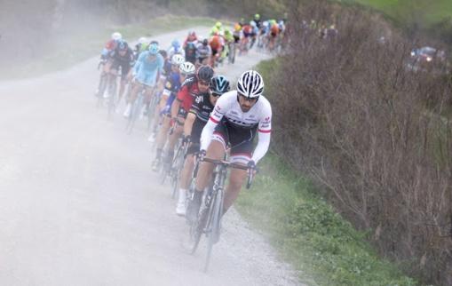 Cancellara se mostró fuerte desde el inicio.