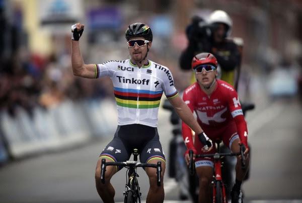 Sagan le hizo justicia a su clase, cruzando primero la meta en Flandes. (Handout © Tinkoff Sport)