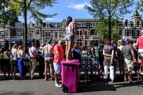 Multitudes, vestidas de rosa, se vieron por todo el trazado © Handout RCS Sport