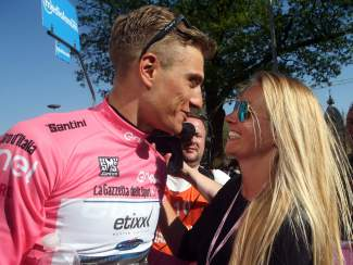 Kittel y su novia, en la meta de Arnhem © Handout RCS Sport