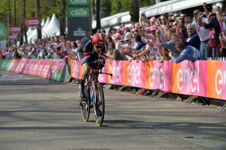 Por apenas una centésima de segundo, Dumoulin venció en la crono © Handout RCS Sport