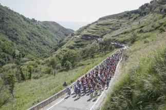 El paisaje del sur de Italia continuó con los bellos telones que ofreció Holanda © Handout Tinkoff Sport