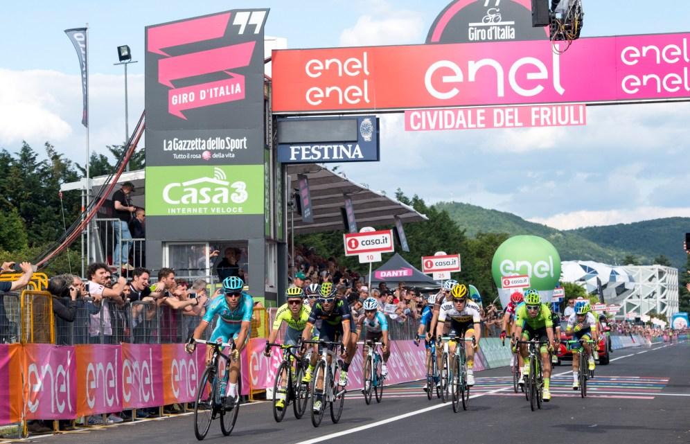 Nibali le disputó a Valverde unos pocos segundos de bonificación en meta © Handout RCS Sport