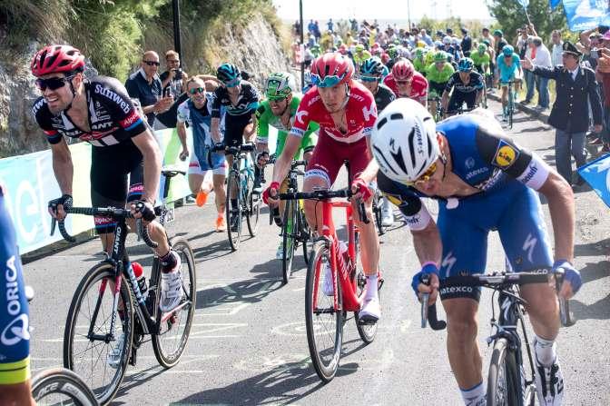 Dumoulin no tuvo más que controlar a los favoritos para recuperar la camisa de líder © Handout RCS Sport