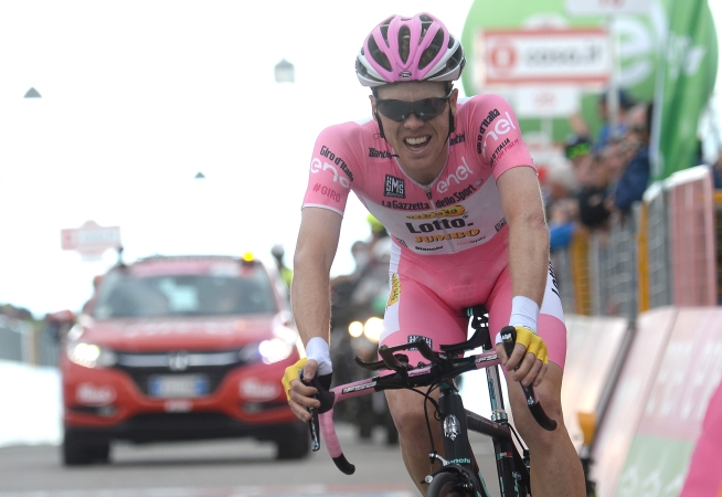 Dutch cyclist Steven Kruijswijk Lotto Jumbo team wears pink jersey on the finish line of the fifteenth stage of the Giro d'Italia 2016, long individual time trial from Castelrotto to Alpe di Susi 10,8 km, Italy, 22 May 2016 ANSA/LUCA ZENNARO