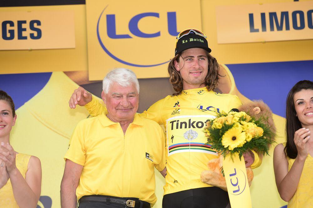 """Peter Sagan acompañado en el podio de la 4ª fracción por el eterno """"Pou Pou"""" Poulidor © Handout A.S.O."""